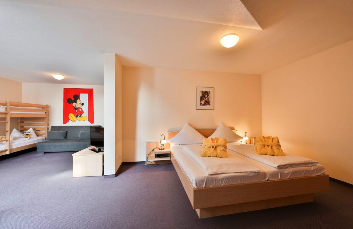 machen sie sich ihr eigenes bild sonnenhotel bayerischer hof. Black Bedroom Furniture Sets. Home Design Ideas