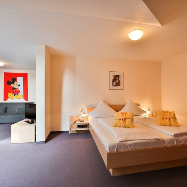 sonnenhotel bayerischer hof in waldm nchen im bayerischen wald. Black Bedroom Furniture Sets. Home Design Ideas